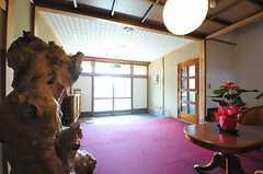 内部から見た玄関周辺の様子。(2013-05-17,周辺環境,ENTRANCE,1F)