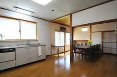 ダイニングとキッチン全体の様子。(2013-05-17,共用部,LIVINGROOM,1F)