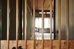 格子戸ごしの室内の様子。普段は中の襖を閉めるかと。(206号室)(2013-05-17,専有部,ROOM,2F)