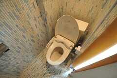 ウォシュレット付きトイレの様子。全ての専有部にバスルームとトイレが付いています。(201号室)(2011-05-11,専有部,ROOM,2F)