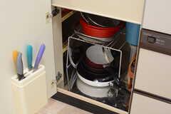 フライパンや鍋はシンク下に収納されています。(2017-07-13,共用部,KITCHEN,1F)