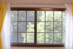 窓は格子窓。(202号室)(2017-07-13,専有部,ROOM,2F)