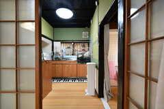 リビングの隣がキッチンです。(2017-09-14,共用部,KITCHEN,1F)