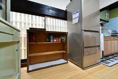 部屋ごとに食品を収納できる棚の様子。(2017-09-14,共用部,KITCHEN,1F)