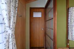 ドアの先は専用のトイレです。(203号室)(2017-09-14,専有部,ROOM,2F)
