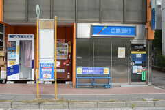 スーパーの目の前に広島駅を通る系統のバス停があります。(2017-09-14,共用部,ENVIRONMENT,1F)