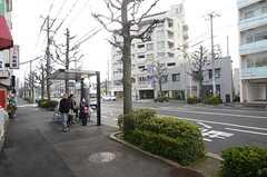 住宅近くのバス停留所。(2016-03-01,共用部,ENVIRONMENT,1F)