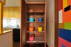 部屋ごとに分けられた食材などを置けるスペース。(2014-03-17,共用部,KITCHEN,1F)