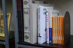 深夜特急の文庫本も。運営事業者さんはバックパッカーだったそう。(2011-11-27,共用部,OTHER,4F)