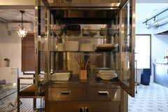 食器棚の様子。(2019-04-13,共用部,KITCHEN,1F)