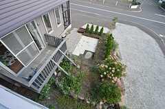 窓からは庭が見られます。(201号室)(2014-09-16,専有部,ROOM,2F)