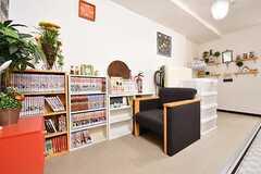 リビング脇は読書スペースです。奥は物干しスペースです。(2016-12-12,共用部,OTHER,1F)
