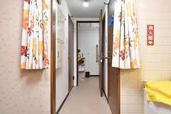 左手からランドリールーム、トイレです。(2016-12-12,共用部,OTHER,1F)