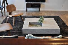 ローテーブルは石製です。(2013-10-21,共用部,LIVINGROOM,1F)