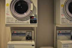 洗濯機・乾燥機の様子。(2013-10-21,共用部,LAUNDRY,1F)