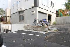 駐輪場の様子。(2013-10-21,共用部,GARAGE,1F)