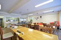 リビングの様子5。キッチンが併設されています。(2015-01-20,共用部,LIVINGROOM,1F)