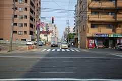 札幌市電西線6条停からシェアハウスへ向かう道の様子。(2008-05-24,共用部,ENVIRONMENT,1F)