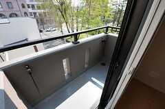 ベランダの様子。目の前に公園があります。(403号室)(2012-05-10,専有部,ROOM,4F)