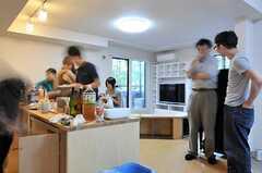 わりと穏やかな雰囲気から懇親会がスタート!(2012-09-02,共用部,PARTY,2F)