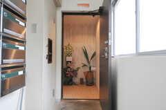 玄関を入って右手にラウンジがあります。(2013-08-27,共用部,OTHER,1F)