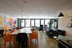 コワーキングオフィスの様子。入居者さんは割引価格で契約できます。(2015-01-21,共用部,OTHER,2F)