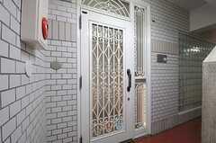 玄関ドアの様子。(2011-12-11,周辺環境,ENTRANCE,2F)