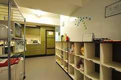 部屋ごとに分けられた食材などを置くスペース。(2011-12-11,共用部,KITCHEN,2F)