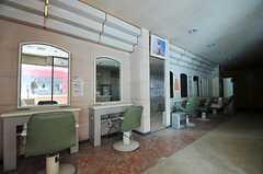 店舗でも元の内装を生かして、住居と連動した企画を考えているそう。(2011-12-11,共用部,OTHER,1F)
