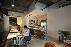 Coworking Cafe 36店内の様子。電源とwifiが使えます。(2012-10-03,共用部,OTHER,1F)