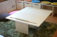 テーブルもあります。(2014-06-04,共用部,LIVINGROOM,2F)