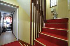 階段の様子。(2014-06-04,共用部,KITCHEN,2F)
