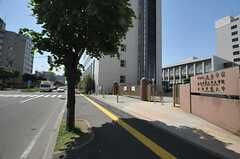 駅前のすぐとなりは大学です。(2014-06-04,共用部,ENVIRONMENT,1F)