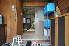 正面玄関から見た内部の様子。(2012-10-03,周辺環境,ENTRANCE,1F)