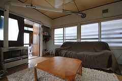 大きめのソファが置かれています。(2012-10-03,共用部,LIVINGROOM,1F)