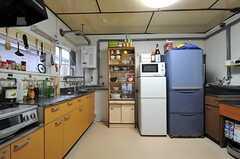 リビング側から見たキッチンの様子。(2012-10-03,共用部,KITCHEN,1F)