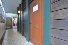 ラウンジの入口。(2015-09-01,共用部,LIVINGROOM,1F)