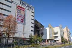 近隣にある大型ショッピングビル、つかしん。(2015-11-28,共用部,ENVIRONMENT,1F)