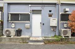 シェアハウスの玄関ドア。(2015-02-03,周辺環境,ENTRANCE,1F)