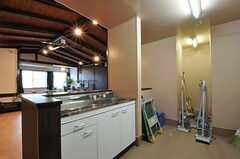 シアタールームに設置された流し台の様子。(2011-05-28,共用部,KITCHEN,1F)