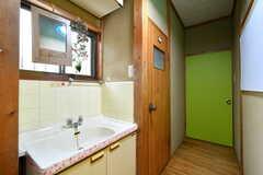 洗面台の様子。左手ドアはトイレです。(2018-02-13,共用部,WASHSTAND,2F)