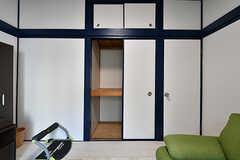 押し入れの様子。入居者さんも私物を入れることができます。(2017-10-11,共用部,LIVINGROOM,2F)