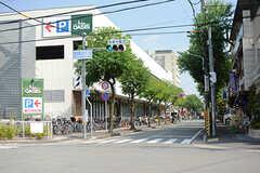 駅近くのスーパーの様子。(2017-10-11,共用部,ENVIRONMENT,1F)