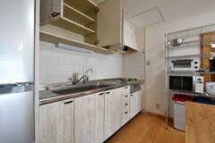 キッチンの様子2。シンク上は収納スペースになっています。(2017-02-13,共用部,KITCHEN,11F)