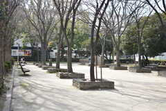 阪神本線・杭瀬駅周辺の様子。公園が近くにあります。(2017-02-13,共用部,ENVIRONMENT,1F)