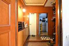 玄関から見た内部の様子。(A棟)(2017-04-04,周辺環境,ENTRANCE,2F)