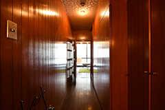廊下の様子。廊下の突き当りがリビングです。(A棟)(2017-04-04,共用部,OTHER,2F)