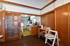 リビングの様子5。リビングとキッチンは繋がっています。(A棟)(2017-04-04,共用部,LIVINGROOM,2F)
