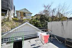 屋上の様子。物干しスペースがあります。(B棟)(2017-04-04,共用部,OTHER,4F)