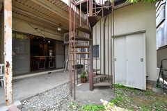 階段の先は物干し場です。(2019-06-11,共用部,OTHER,1F)